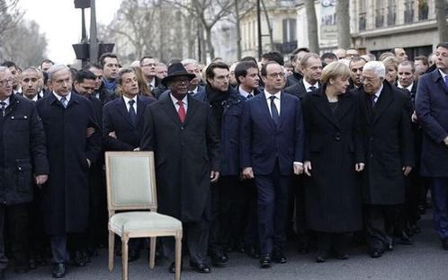 obama-chair-paris moon